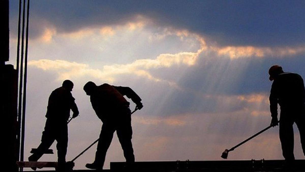 Četiri godine prinudnog rada u Srbiji Rezultati primene Uredbe o merama socijalne uključenosti korisnika novčane socijalne pomoći